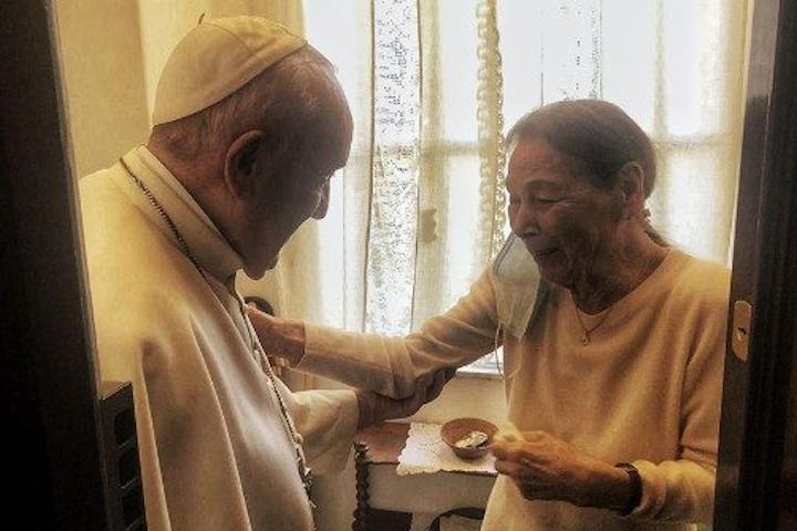 World Jewish Congress President Ronald S. Lauder applauds Pope Francis' unprecedented visit with Holocaust Survivor