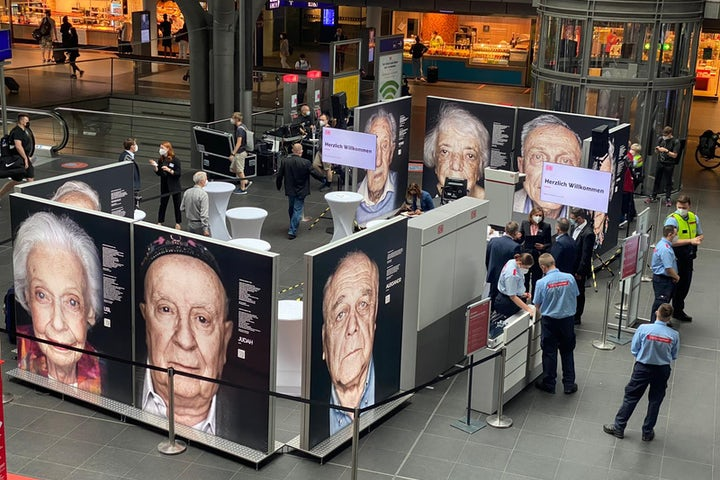 "Deutsche Bahn opens ""Lest We Forget"" exhibit highlighting Holocaust survivors"