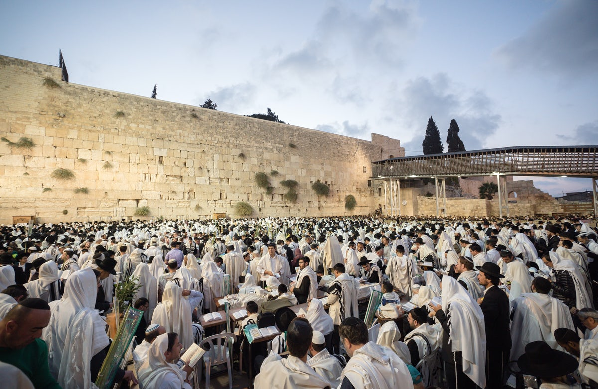 WJC President Ronald S. Lauder reacts to disruption by Jewish religious extremists of Conservative (Masorti) Tisha B'Av prayer service at Western Wall