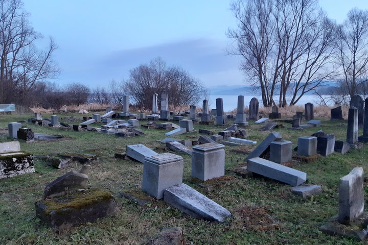 WJC condemns desecration of Jewish cemetery in Slovakia