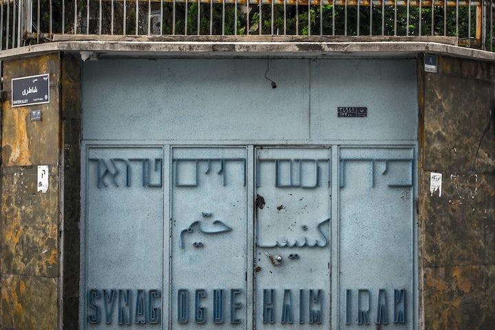 Cartoonist Carol Isaacs publishes graphic novel remembering Baghdadi Jews
