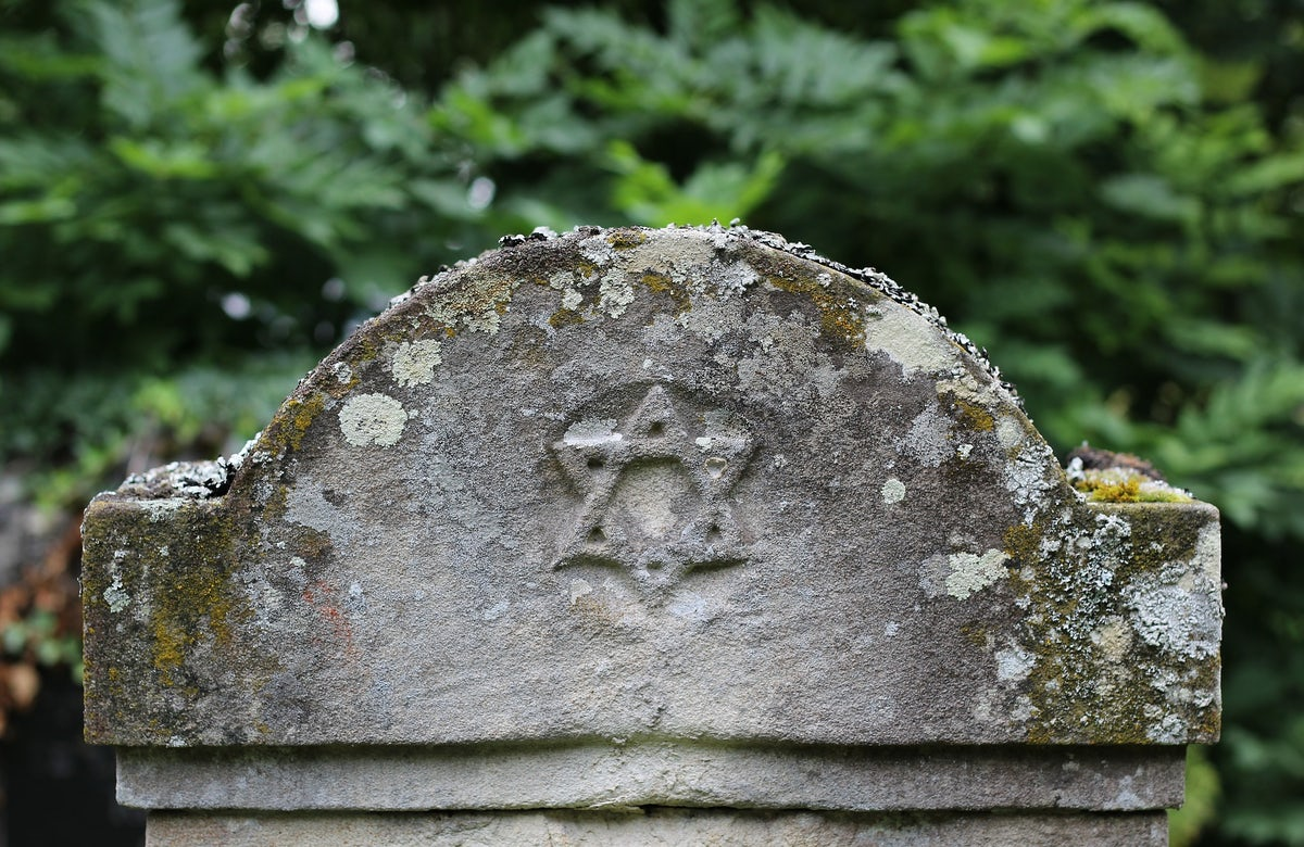 UK amends emergency coronavirus bill to safeguard religious burial practices for Jews and Muslims