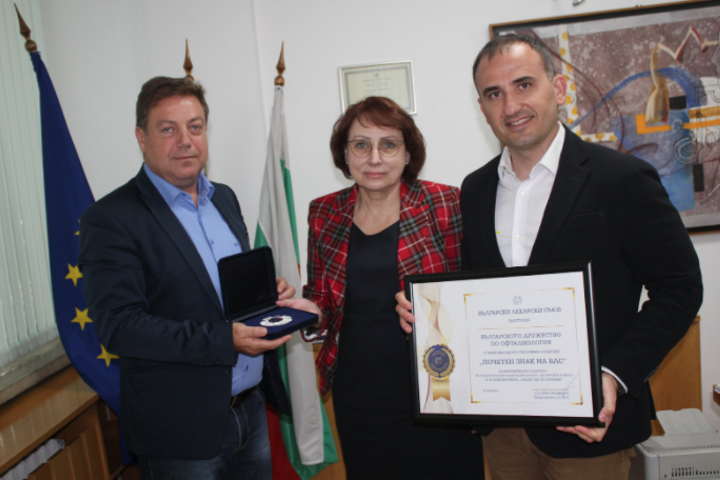 Bulgaria Jewish community awarded 'Badge of Honor' for support during COVID-19