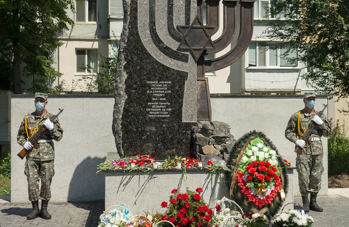 Memorial unveiled in Moldova in memory of Jewish victims of Cahul Ghetto