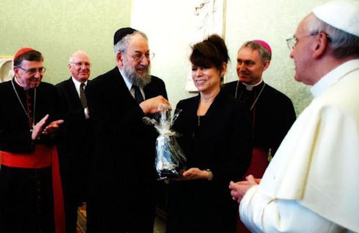 Pope: 'A true Christian cannot be an anti-Semite'
