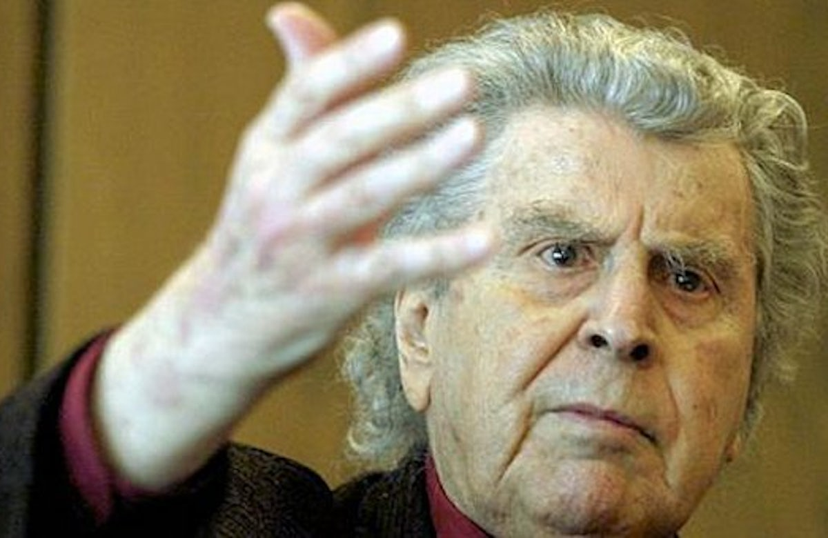 Mikis Theodorakis: Holocaust denial by Greek extremists is a 'disgrace'