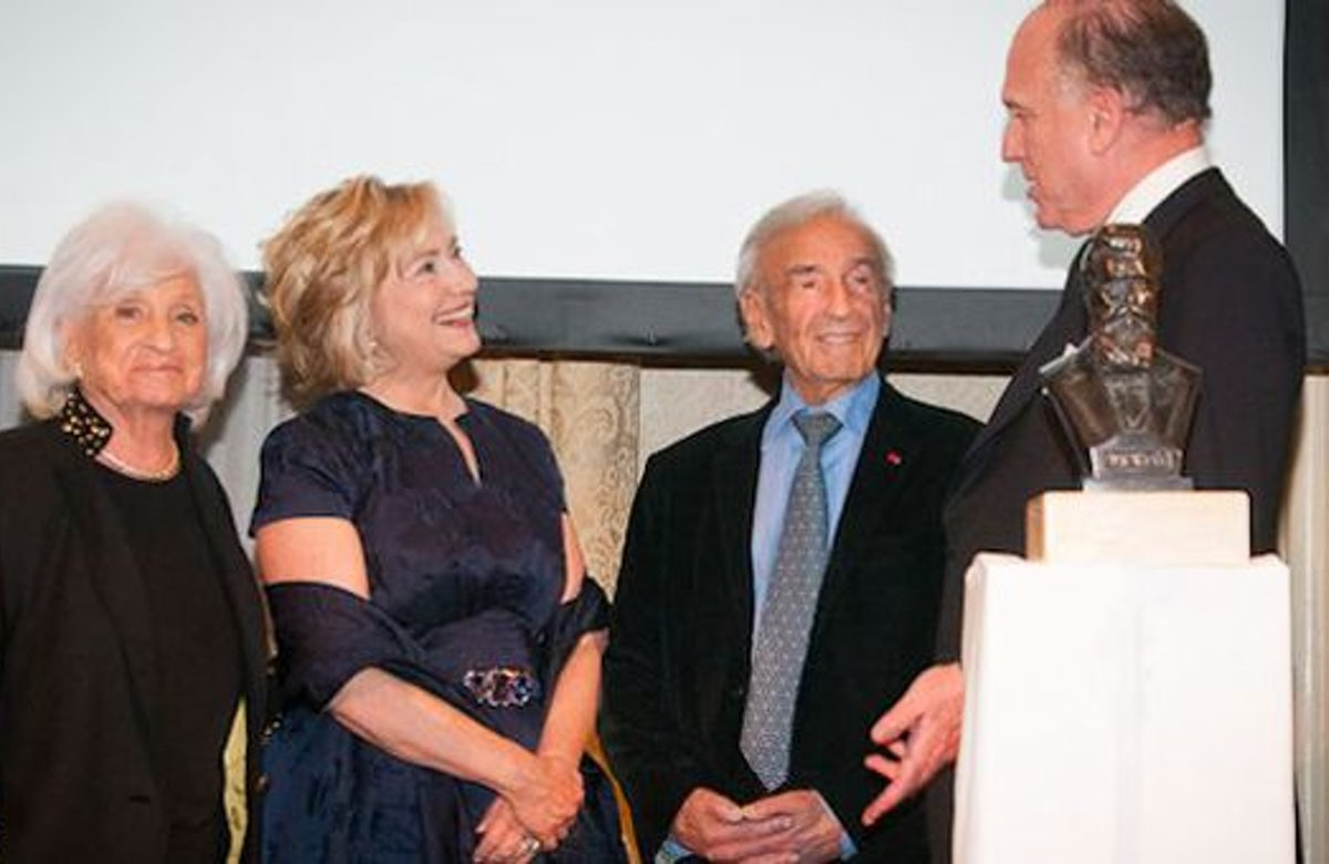 Clinton at WJC dinner: 'Wiesels played pivotal part in bringing Shoah into public consciousness'