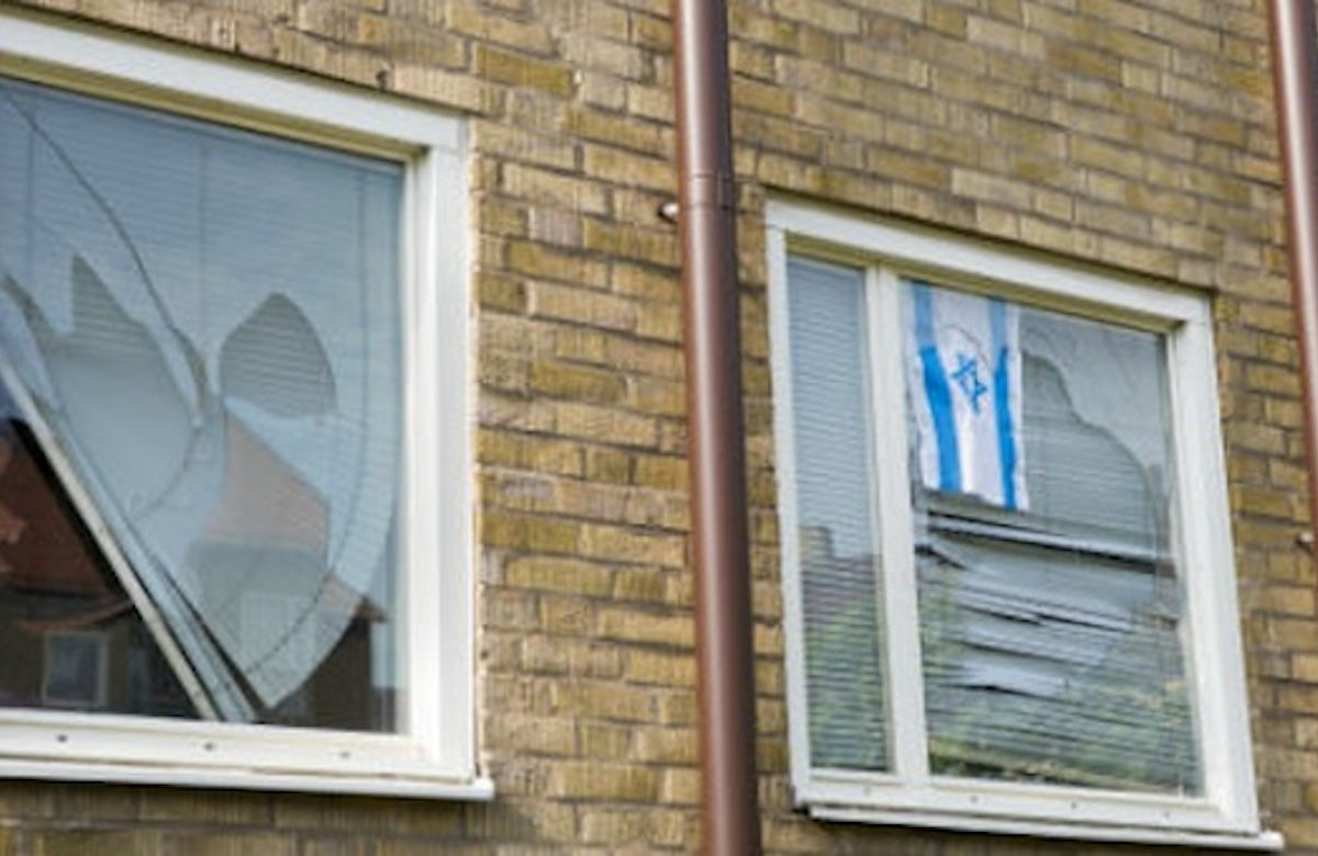 Sweden: Man severly beaten for hanging Israel flag in his window
