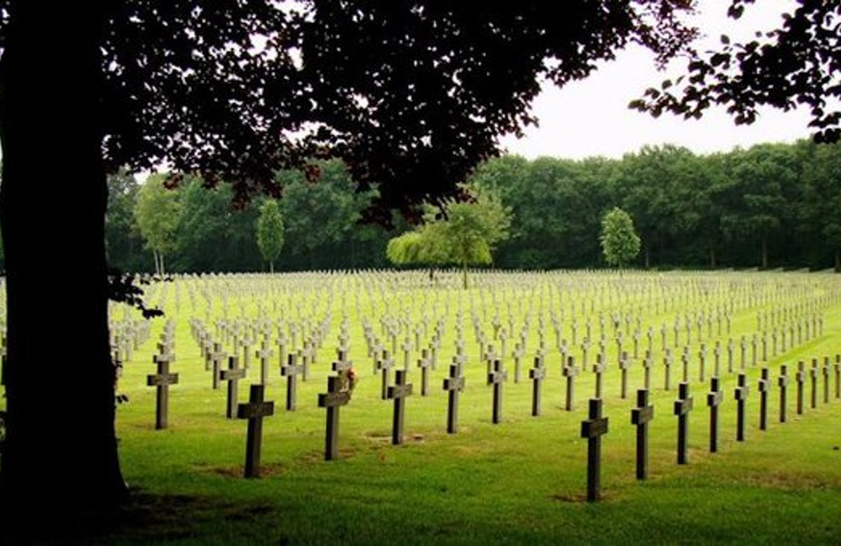 Planned commemoration at Dutch graveyard stirs controversy