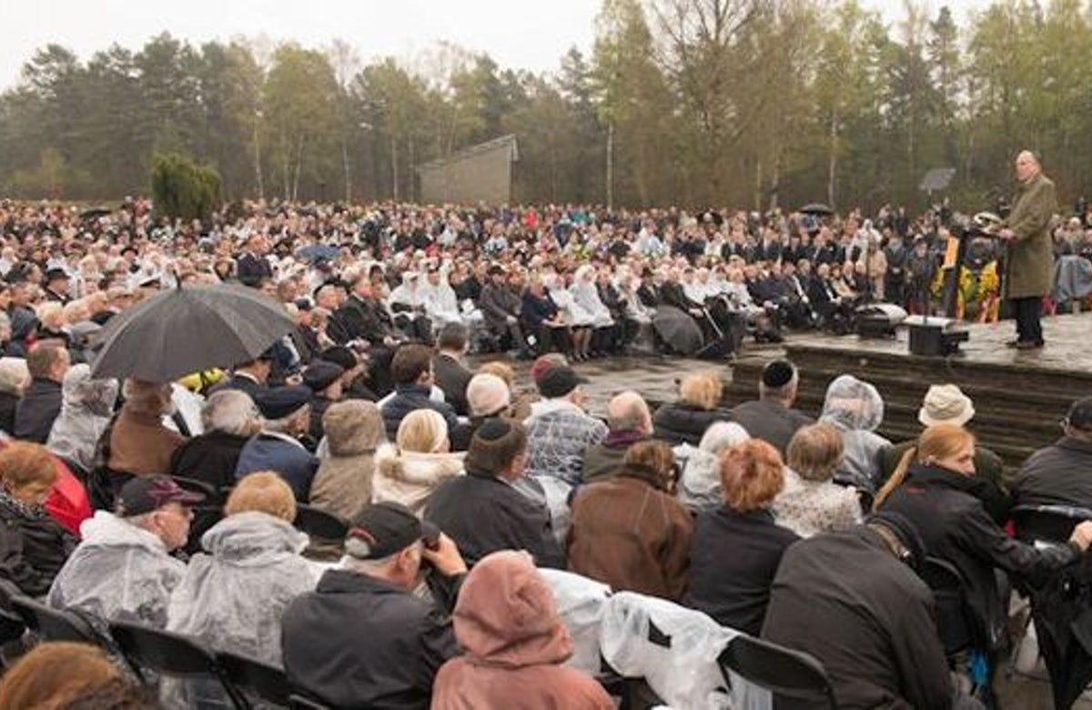 Lauder at Bergen-Belsen: 'From the ashes of this terrible place, the Jewish people rose up and moved on'
