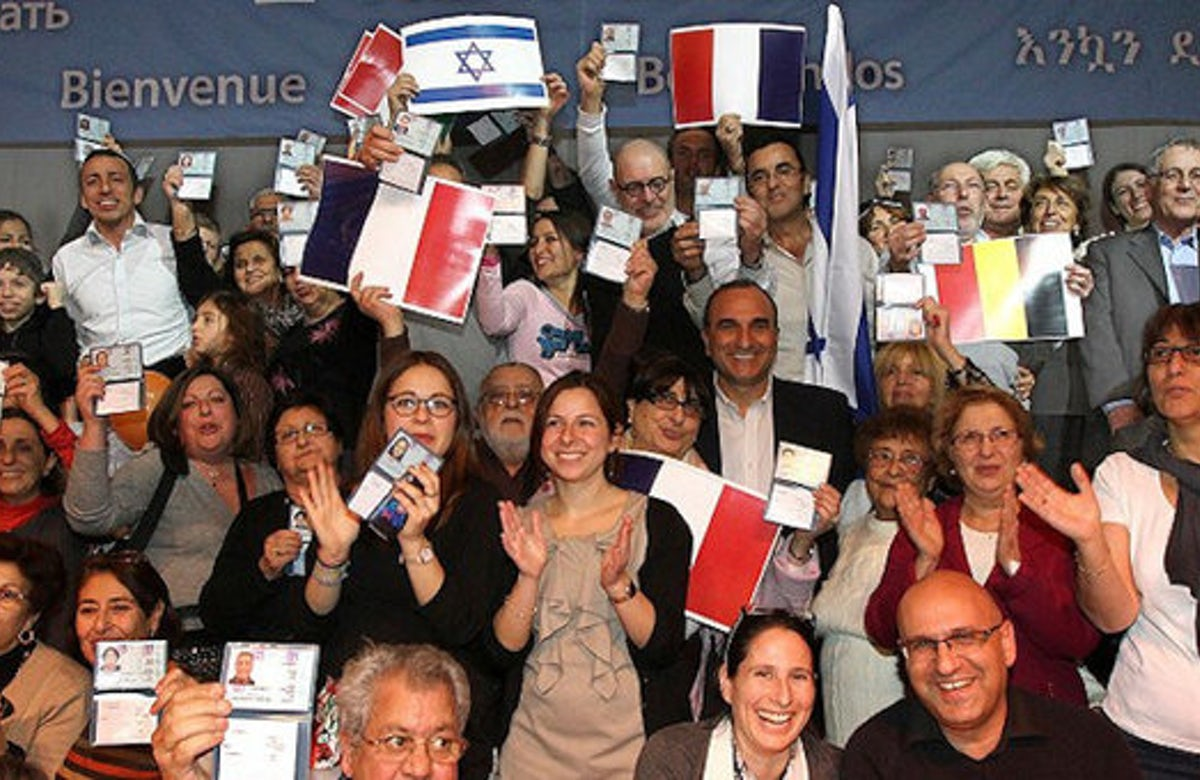 Record number of French Jews make aliyah in 2015 - but fewer than predicted