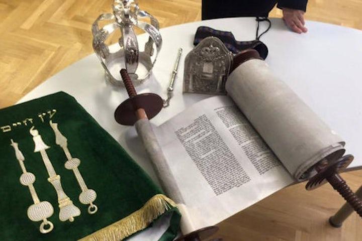 Brno Jewish community unveils new Torah scroll - JTA