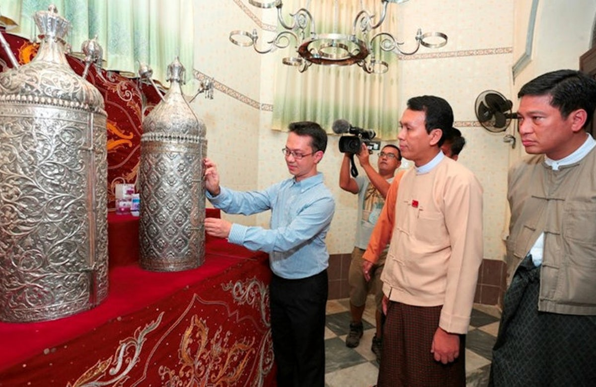 Commemorative plaque unveiled at Myanmar's only synagogue