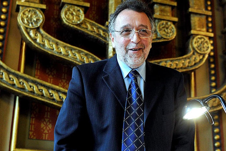 Hungarian Jewish community head returns state honor in protest