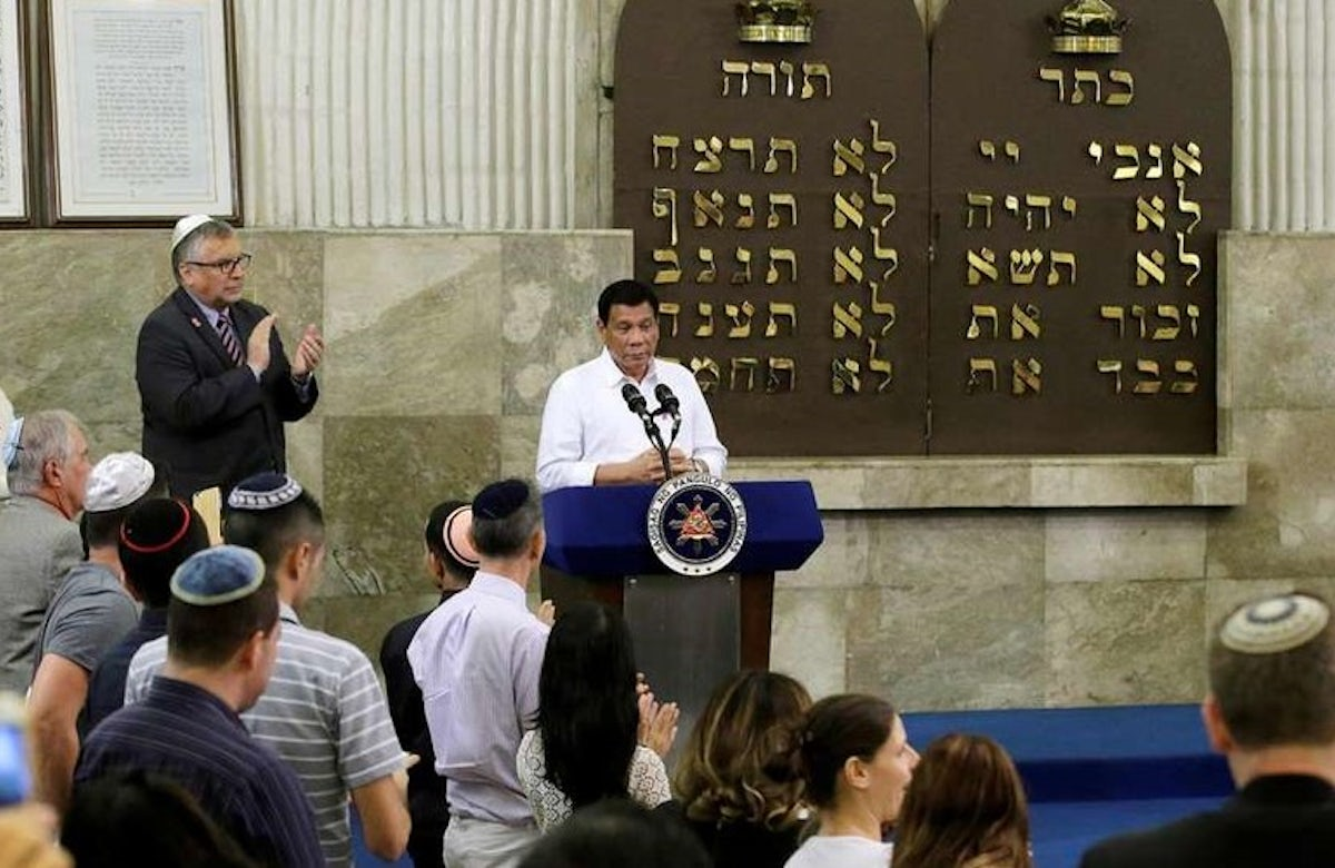 Philippine president apologizes to Jews over Holocaust remarks