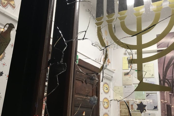 Polish police looking for man who threw stone into synagogue - AP