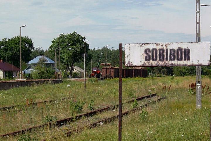 Last survivor of Sobibor death camp uprising dies, aged 97