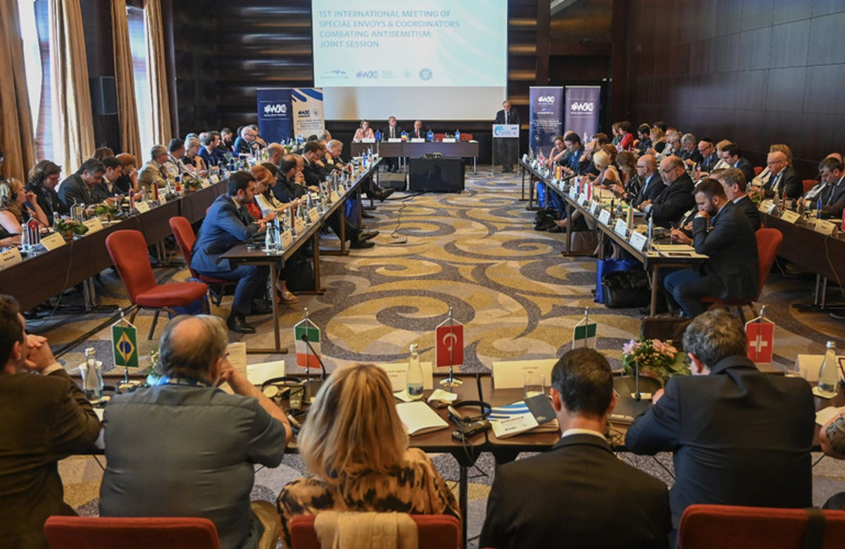 Special envoys combating antisemitism convene in Bucharest to deliberate best practices and future action